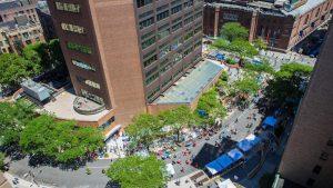 Una vista aérea de la plaza peatonal de un día Foto: CUMC Facilities