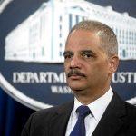 Vance cita a los ex fiscales generales Eric Holder y Loretta Lynch.