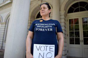 """""""Están cagando a todas las personas pobres"""", dijo Lena Meléndez."""