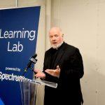 """Estamos dando un paso adelante"", dijo monseñor Kevin Sullivan, director ejecutivo de Caridades Católicas."