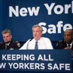 """""""Esa decisión está en suspenso hasta que la revise"""", dijo el alcalde Bill de Blasio."""