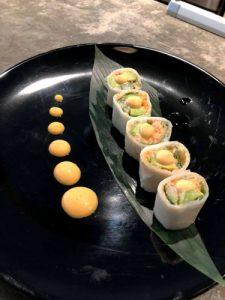 Hay rollos de sushi en el nuevo menú.